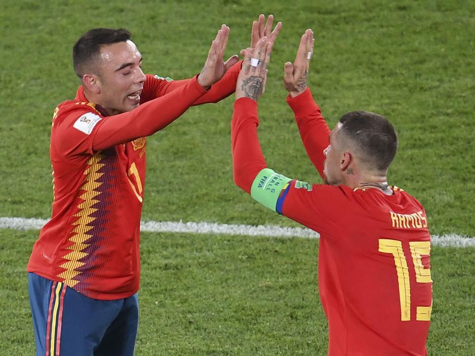 Izgalmas hajrá után végül a spanyolok ünnepelhetik a csoportelsőséget  (Fotó  AFP) 5321f522e8