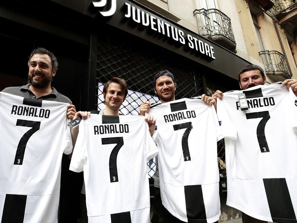 Juventus  az első 24 órában ennyi pénz folyt be a CR-mezekből - NSO 00a7aed202