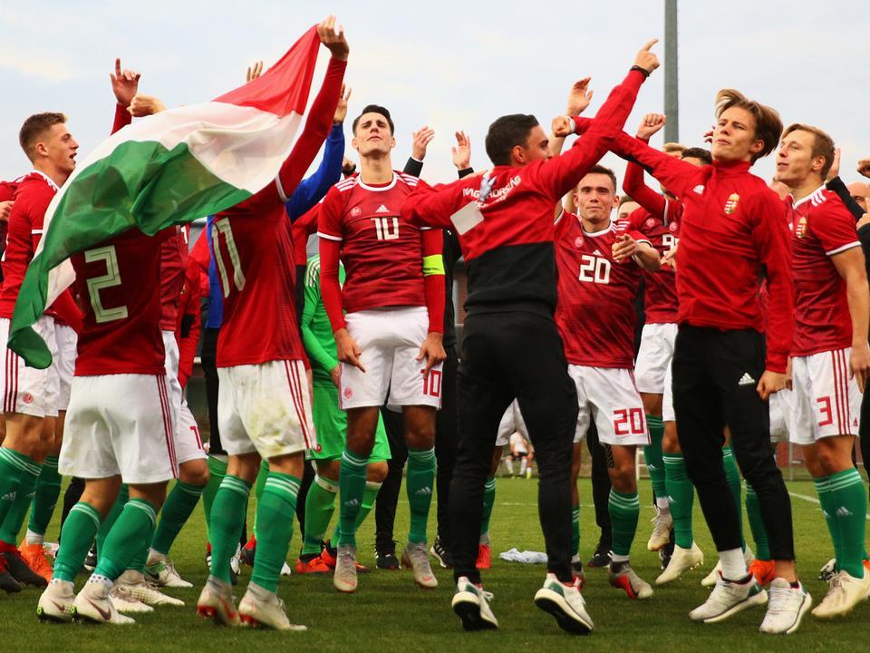 Az elitkörbe jutást ünnepli az U19-es válogatott (Fotó  Török Attila) 4679dec1c1