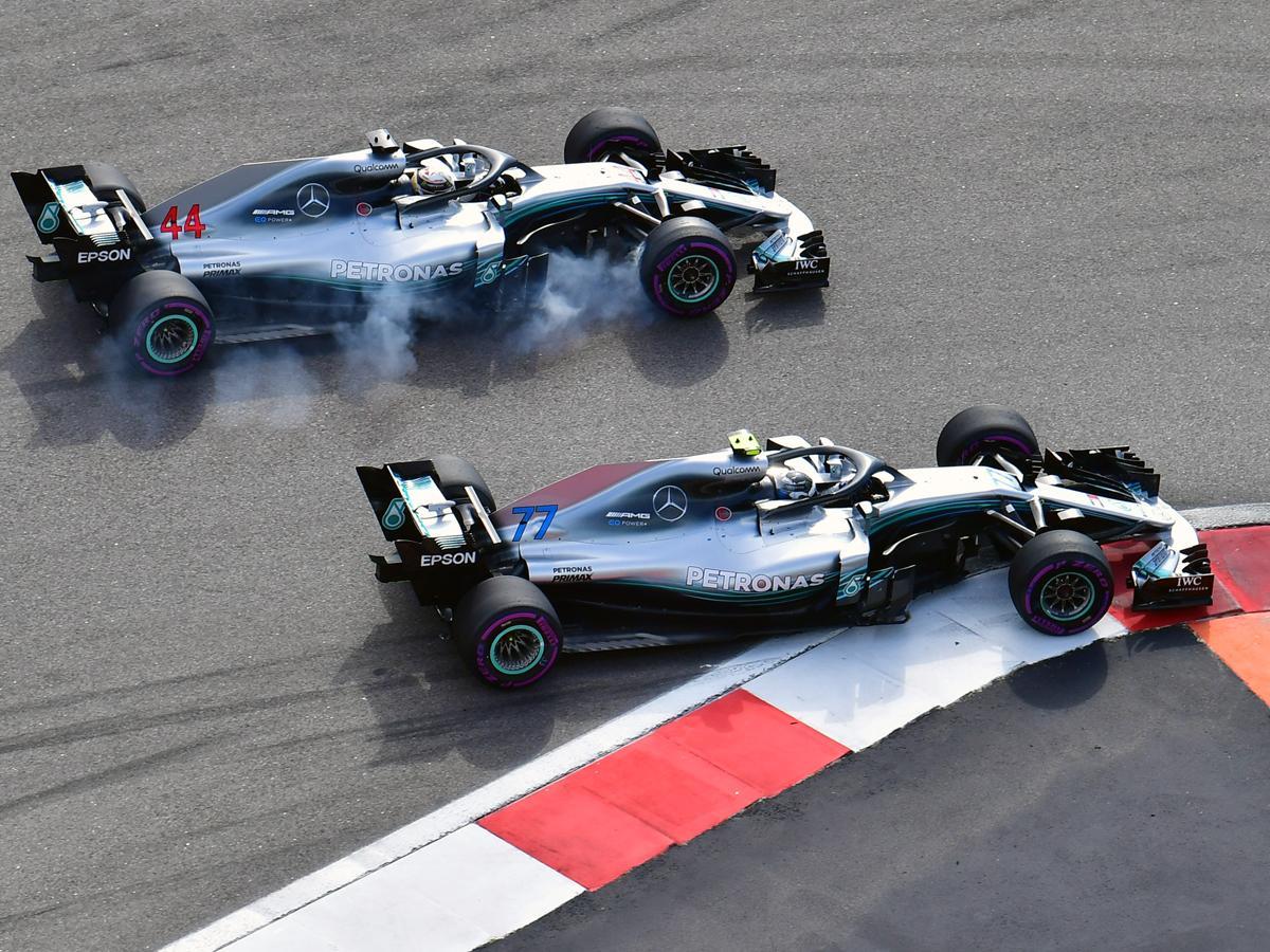 A Mercedes döntött: Hamilton győzött, és 50 ponttal húzott el Vettel előtt