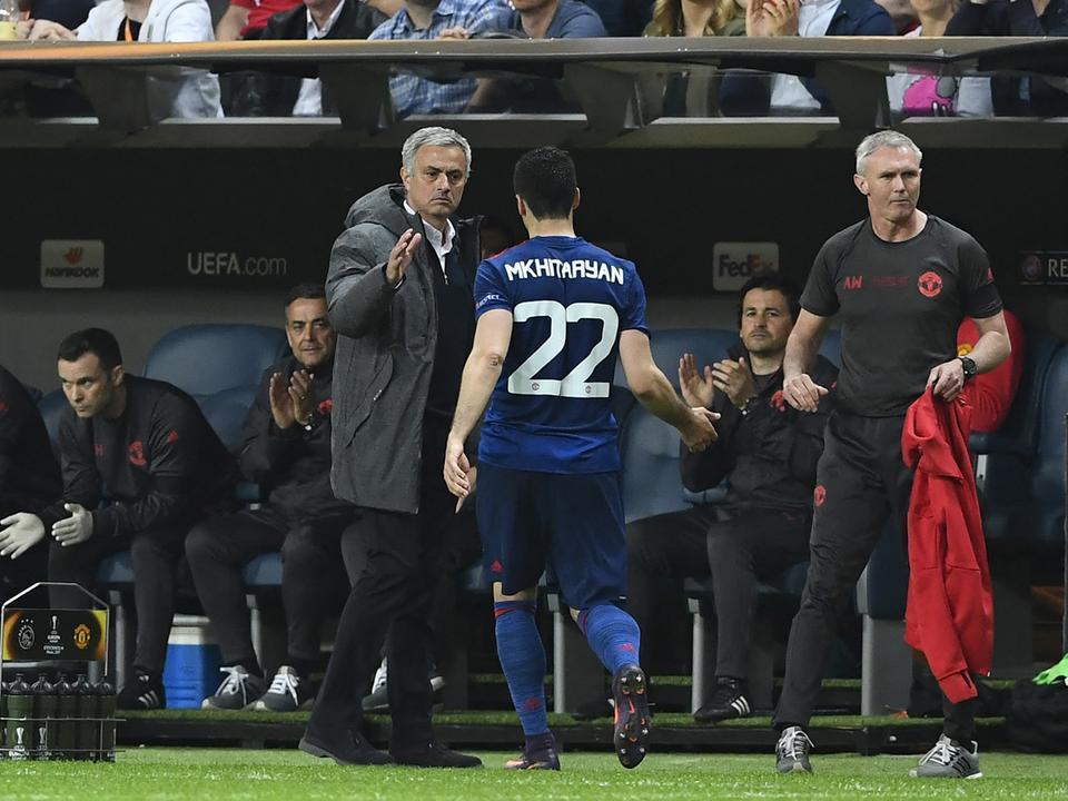 Úgy tűnik Herih Mhitarjan és José Mourinho rendezni tudták vizonyukat (Fotó: AFP)