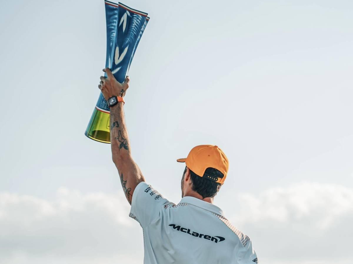 F1: Ricciardo Senna utolsó trófeája mellé teszi a sajátját
